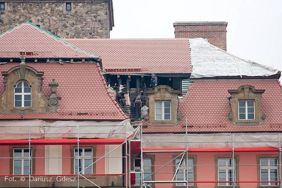 Odbudowa dachu zamku Książ po pożarze, który wybuchł w grudniu 2014 r.