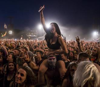 Najpiękniejsze dziewczyny na Pol'and'Rock 2018. Oto ładniejsza strona dawnego Woodstocku [ZDJĘCIA]