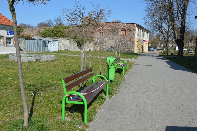 W Żarach nie usiądziesz na ławce