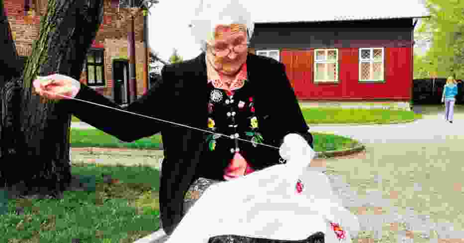 Zofia Majcher ręcznie haftowała obrusy