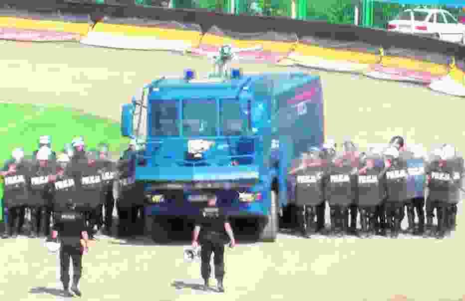 Policjanci ćwiczyli przede wszystkim ustawienia bojowe