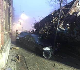 Ciężarówka zmiażdżyła auta osobowe. Wypadek w Koźlu