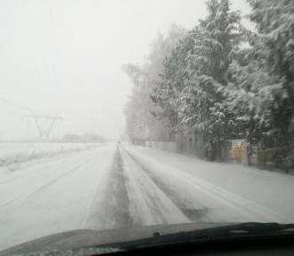 Zima jednak zaskoczyła kierowców. Bardzo trudne warunki na drogach