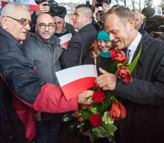 Donald Tusk na dworcu w Sopocie [ZDJĘCIA]