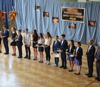 Najlepsi uczniowie z łowickich podstawówek i klas gimnazjalnych nagrodzeni [ZDJĘCIA]