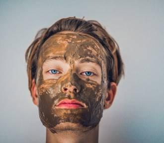 Maseczka na twarz: z węgla, z drożdży, a może miodu?
