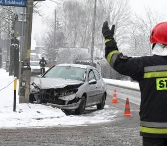 Seria wypadków drogowych w regionie. Nawet pług do odśnieżania zaliczył kolizję