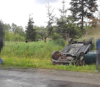 Jankowice: Dachowało auto na ulicy Świerklańskiej