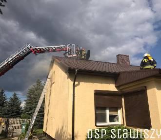 Pożar we wsi Werginki koło Stawiszyna. Palił się dom jednorodzinny. ZDJĘCIA