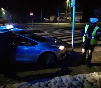 Groźne potrącenie w Pajęcznie. 63-letnia kobieta trafiła do szpitala ZDJĘCIA