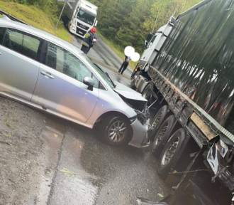 Wypadek w Sławkowie. Zderzenie trzech samochodów, dwie osoby ranne