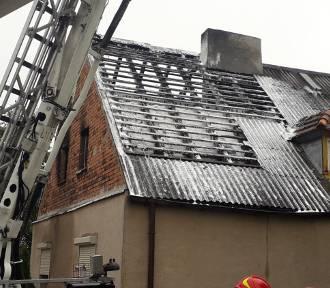 Nocny pożar w Kłopocie pod Inowrocławiem. Trzy osoby w szpitalu