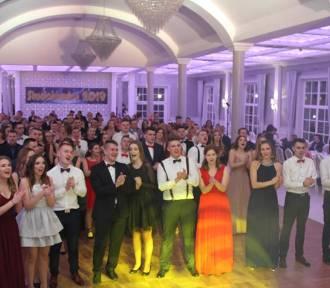 Uczniowie ZSZ z Wolsztyna bawili się na Studniówce - [Zdjęcia]