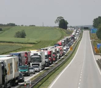 Uszkodzona nawierzchnia na A4 - są ograniczenia na odcinku Legnica - Wrocław