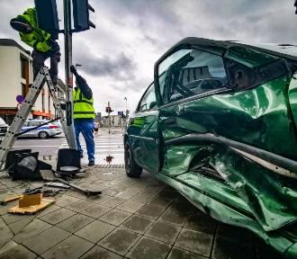 Samochód wjechał w sklep przy Szosie Chełmińskiej! Zobacz zdjęcia z wypadku!