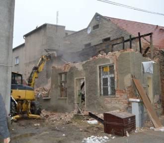 Burzą budynek, by odsłonić zabytkowe mury obronne miasta (ZDJĘCIA)