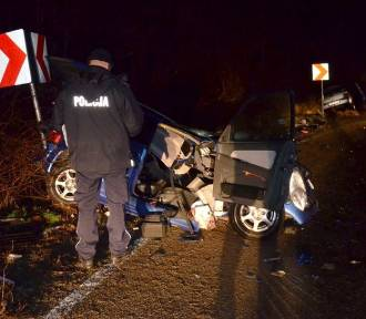 Gmina Skarszewy. Śmiertelny wypadek na drodze. Czołowe zderzenie dwóch aut