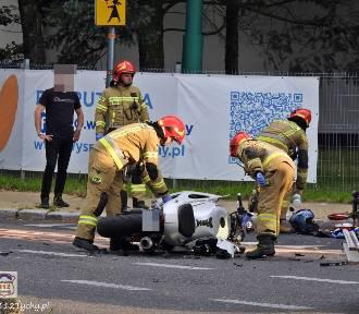 Wypadek w Tychach. Zderzenie osobówki z motocyklem ZDJĘCIA