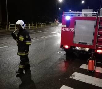 Od Białego Boru do Zamartego. Strażacy walczyli z plamą długą na 50 km