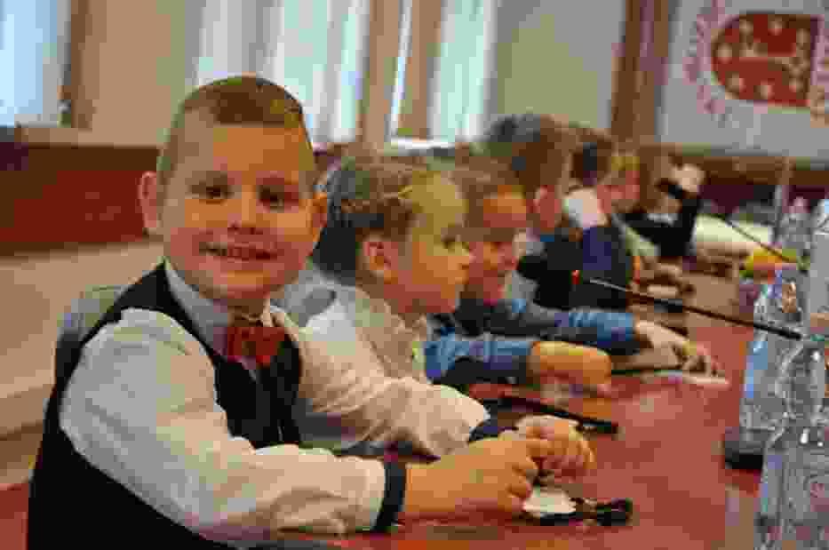 Przedszkolaki debatowały w siedzibie starostwa