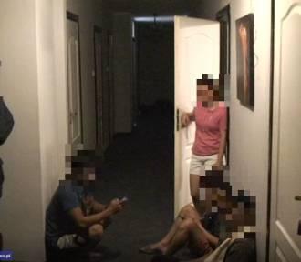 Dwie osoby z zarzutami handlu ludźmi. Oprawcy odebrali Filipińczykom paszporty i wymuszali pracę