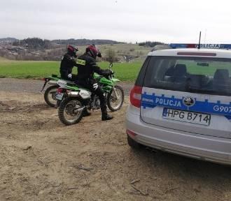 Jazda motocyklem po lasach legalna? Na razie ściga takich policja