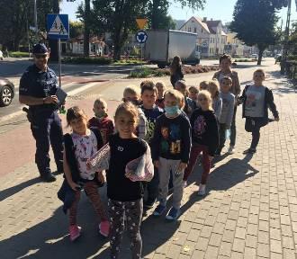 Policjanci spotykają się z uczniami szkół, przypominają o zasadach bezpieczeństwa