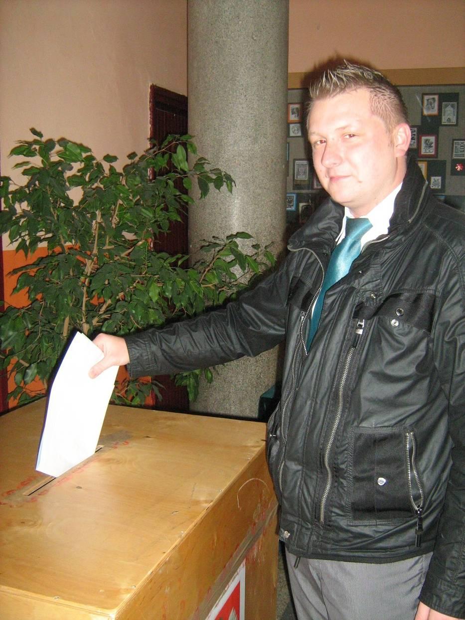 Przemysław Hrynkiewicz oddał swój głos w Obwodowej Komisji Wyborczej nr 27 w Sosnowcu