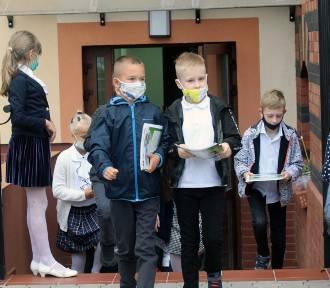 """W Łódzkim do podstawówek wraca 60 tys. uczniów. """"Masakra"""" czy """"tlen dla szkoły""""?"""