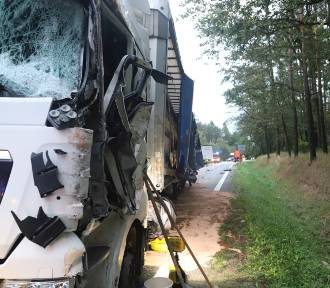 Trzy samochody ciężarowe zderzyły się na DK 46
