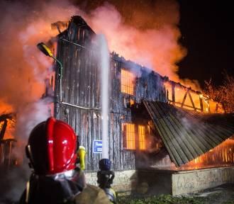 Spłonął zabytkowy młyn w Rudzie. Pożar wybuchł o 5 nad ranem WIĘCEJ ZDJĘĆ, FILM