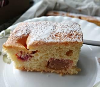 Ciasto z rabarbarem. Najlepszy przepis na pyszne ciasto z rabarbarem (PRZEPIS, WIDEO, ZDJĘCIA)