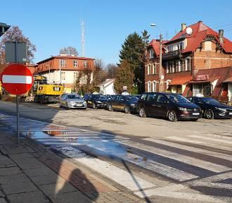 Prace drogowe na ul. Dworcowej w Pucku vs taksówkarze | ZDJĘCIA, WIDEO