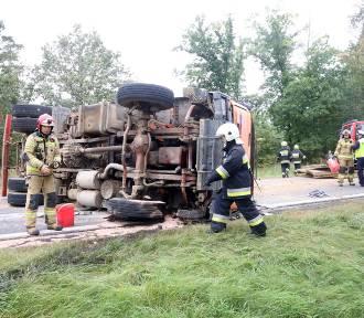 Wypadek za Prochowicami, droga zablokowana w obu kierunkach