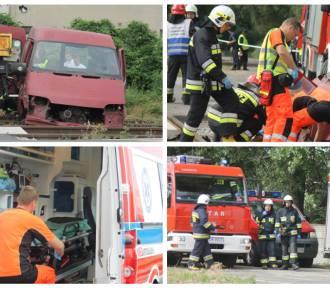 Wypadek na przejeździe kolejowym w Krotoszynie, ranni i zabici... na szczęście to tylko symulacja