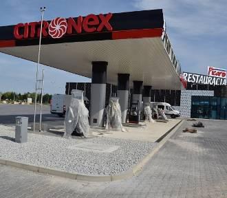 Oto, jak na A4 pod Wrocławiem powstają: duża stacja benzynowa i restauracje (ZOBACZ ZDJĘCIA)