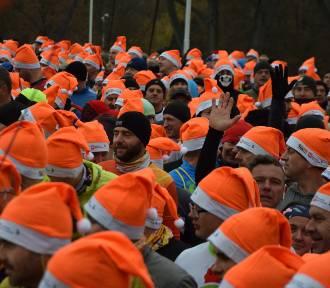 Bieg i Marsz Pomarańczowych Mikołajów dla około 500 śmiałków (ZDJECIA)