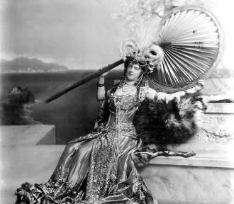 Wałbrzych: Fotografie m.in. księżnej Daisy ze zbiorów londyńskich na wystawie w zamku Książ (ZDJĘCIA)