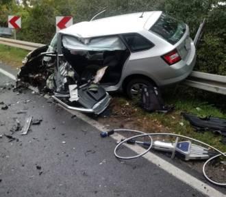 Jechał zbyt szybko, zderzył się czołowo z nadjeżdżającym autem
