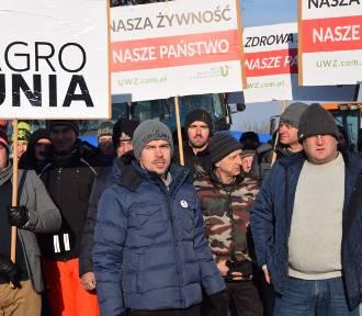 Rolniczy protest pod Sieradzem. Ciągniki wyjechały na drogę krajową! (ZDJĘCIA)