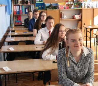 Egzamin gimnazjalny: byliśmy w SP 29. W piątek testy językowe [ZDJĘCIA]