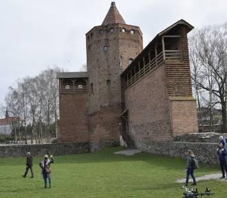 Zamek Książąt Mazowieckich w Rawie przyciąga wielu mieszkańców ZDJĘCIA