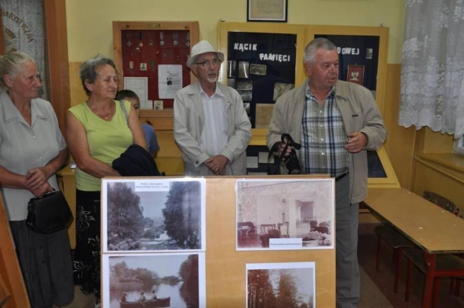 W maluszyńskiej szkole, której budynek należał niegdyś do majątku hrabiów Ostrowskich i Potockich otwarto wystawę fotografii dawnych dziedziców