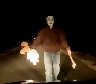 Człowiek z siekierą straszy kierowców w Knurowie. Policja wyjaśniła sprawę