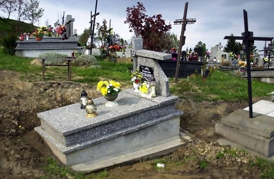 Na cmentarzu głównym w Przemyślu nadal usuwa się ziemia