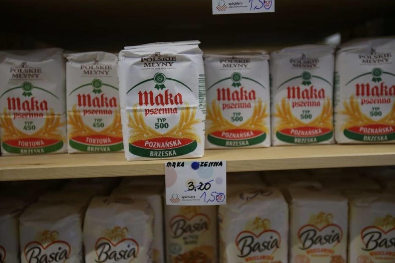Хлеб за 0.5 злотых, а масло - за 2 зл. Социальный магазин в Варшаве