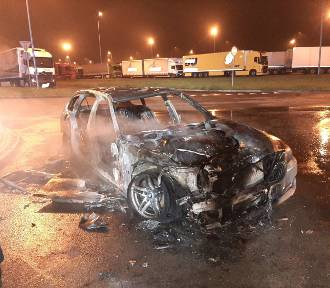 BMW spłonęło na autostradzie A1. Interweniowała straż pożarna z Woźnik