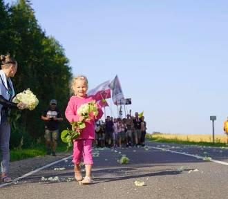 Polacy sypali kwiaty pod nogi pielgrzymów