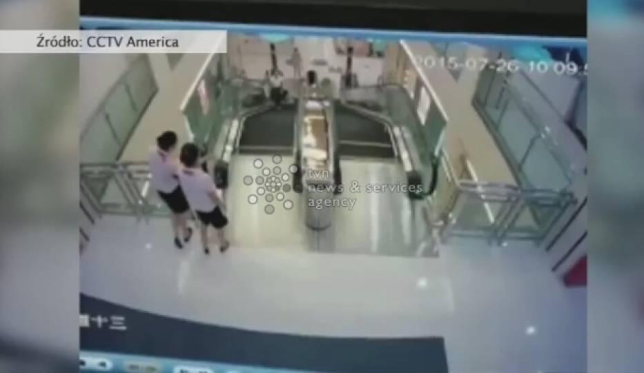 Ruchome schody wciągnęły kobietę