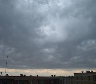 Pow. wieluński. Wydano ostrzeżenie II stopnia przed burzami i wiatrem nawet do 100 km/h